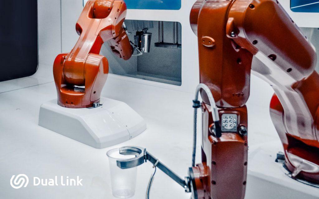 Transformación Digital para Hostelería: Robots sirviendo bebidas